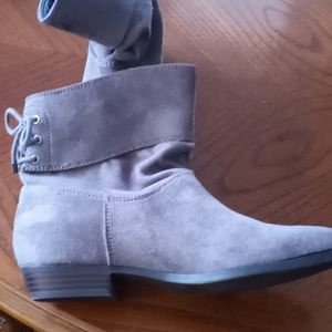 Indigo Rd. Gray Booties